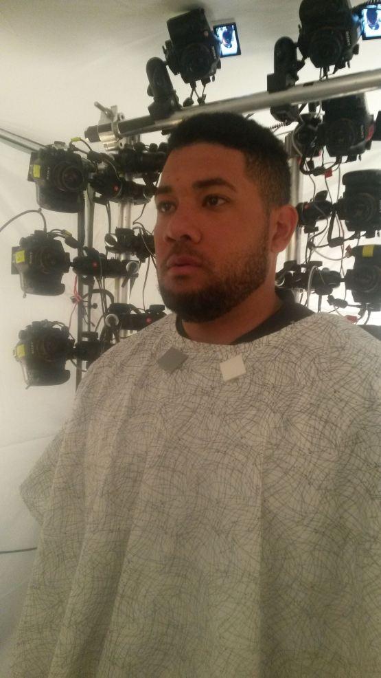 Melky Cabrera ante las 41 cámaras del set de Play Station Sony