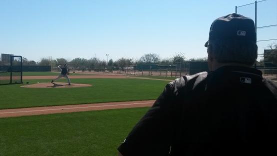 Jeff Samardzija lanzó en un juego simulado ante la supervisión de Don Cooper, el coach de pitcheo