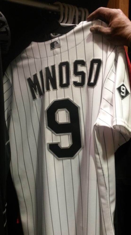 La camiseta que vistió Alexei Ramírez en homenaje a Minnie Miñoso